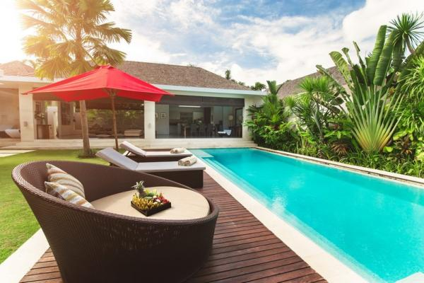 3BR Premium Sun Decks And Pool Umbrella By The Pool