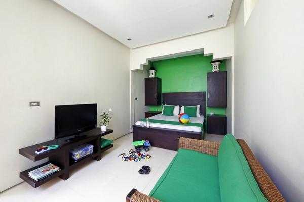 Family Kids Room With Twin Bed