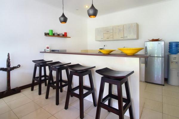 Kitchen Bar Style With 4 High Chairs